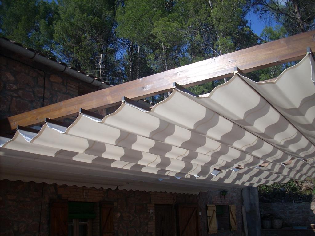 Las p rgolas de madera son ideales para cubrir grandes - Postes de madera para pergolas ...