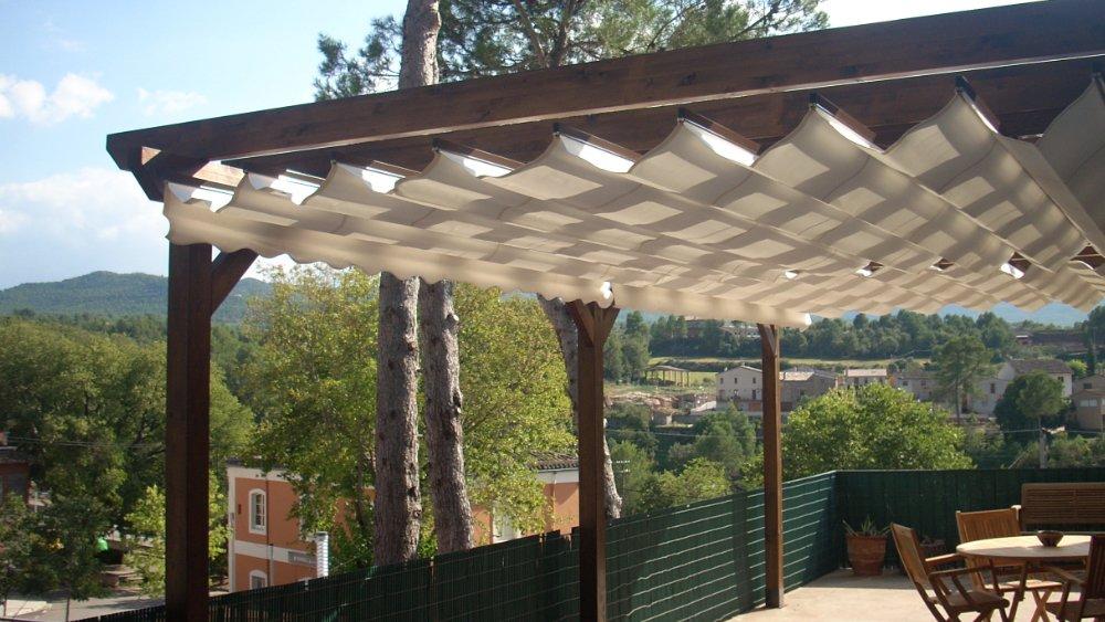 Las p rgolas con madera de pino ofrecen sombra y decoran for Pergola jardin madera