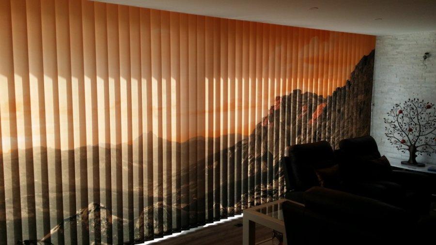 Estampación digital en cortina vertical