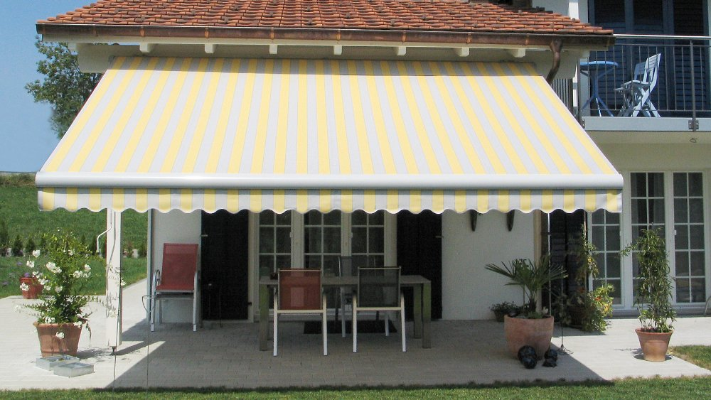 Toldo simple exterior manresa